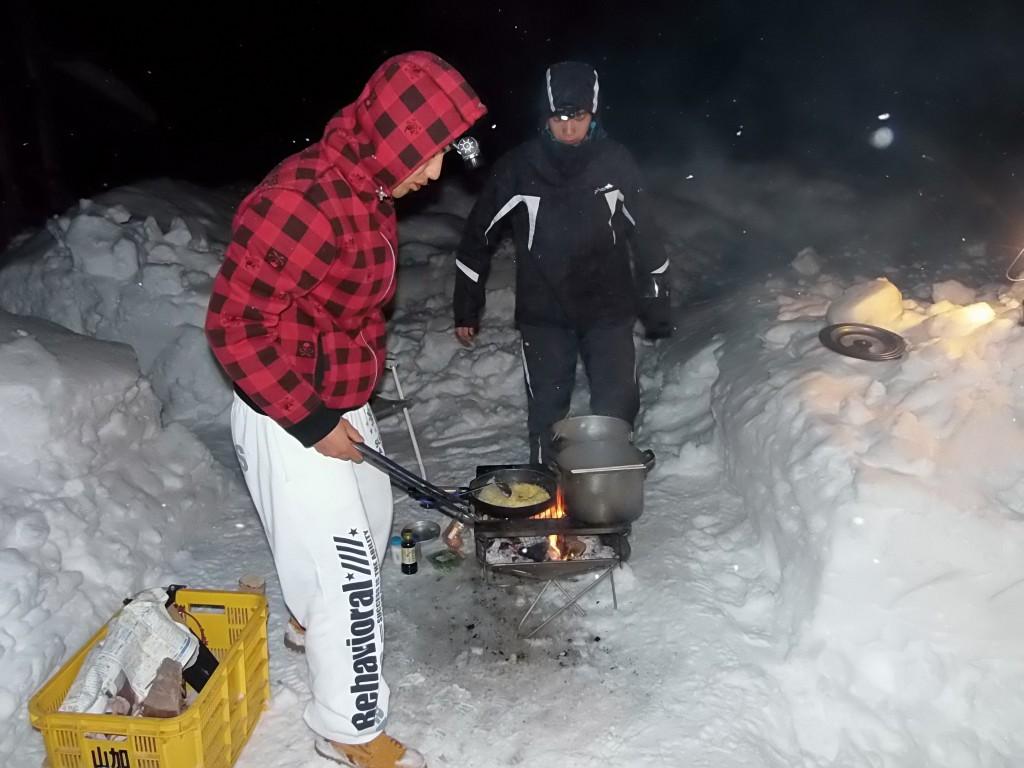 ベンチャー「雪中キャンプ」夕飯作り